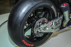 Suzuki-MotoGP-race-bike-EICMA-02-635x421
