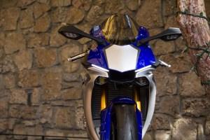 2015-Yamaha-YZF-R1M02