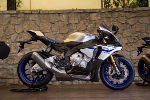 2015-Yamaha-YZF-R1M-